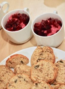 Rote Thunfischcreme mit Fenchelbrot